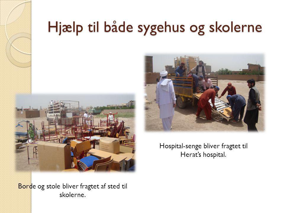 Hjælp til både sygehus og skolerne Borde og stole bliver fragtet af sted til skolerne.