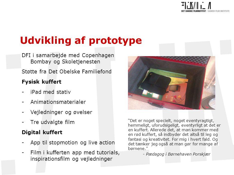 Udvikling af prototype DFI i samarbejde med Copenhagen Bombay og Skoletjenesten Støtte fra Det Obelske Familiefond Fysisk kuffert -iPad med stativ -Animationsmaterialer -Vejledninger og øvelser -Tre udvalgte film Digital kuffert -App til stopmotion og live action -Film i kufferten app med tutorials, inspirationsfilm og vejledninger Det er noget specielt, noget eventyragtigt, hemmeligt, uforudsigeligt, eventyrligt at det er en kuffert.