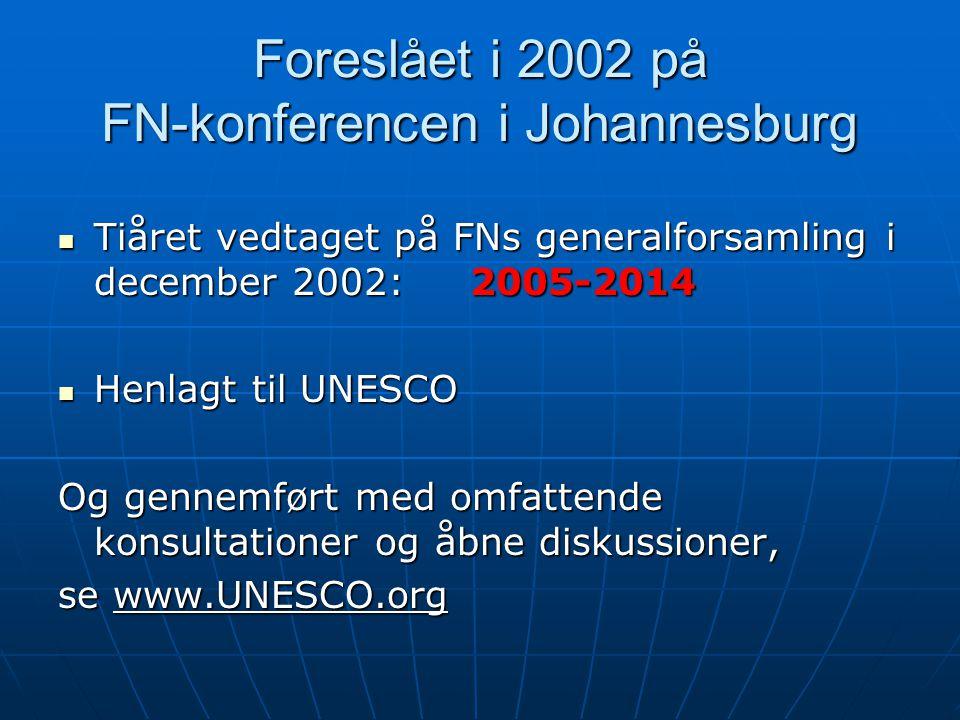 Foreslået i 2002 på FN-konferencen i Johannesburg Tiåret vedtaget på FNs generalforsamling i december 2002: 2005-2014 Tiåret vedtaget på FNs generalforsamling i december 2002: 2005-2014 Henlagt til UNESCO Henlagt til UNESCO Og gennemført med omfattende konsultationer og åbne diskussioner, se www.UNESCO.org