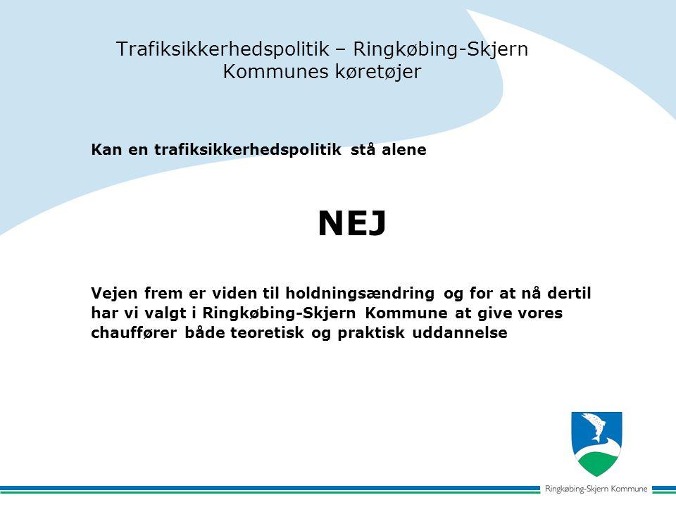 Trafiksikkerhedspolitik – Ringkøbing-Skjern Kommunes køretøjer Kan en trafiksikkerhedspolitik stå alene NEJ Vejen frem er viden til holdningsændring og for at nå dertil har vi valgt i Ringkøbing-Skjern Kommune at give vores chauffører både teoretisk og praktisk uddannelse