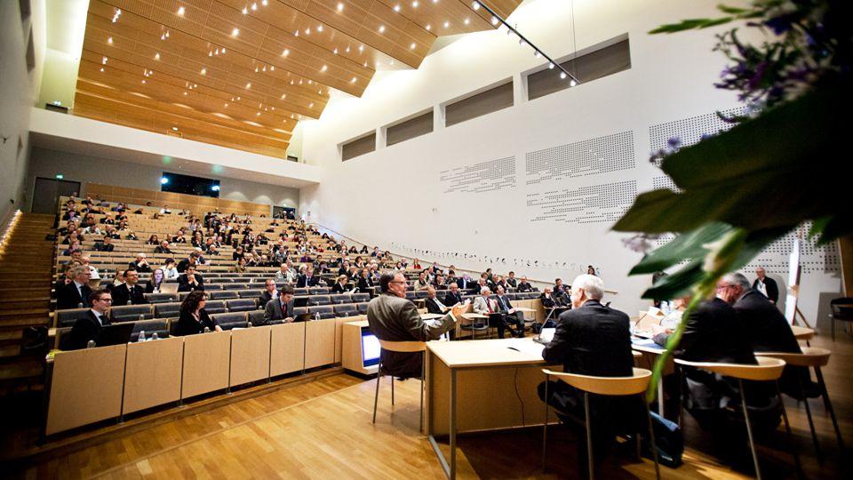 Rektor Lauritz B. Holm-Nielsen14.6.2012 AARHUS UNIVERSITET ADSKILLELSE MED BILLEDE