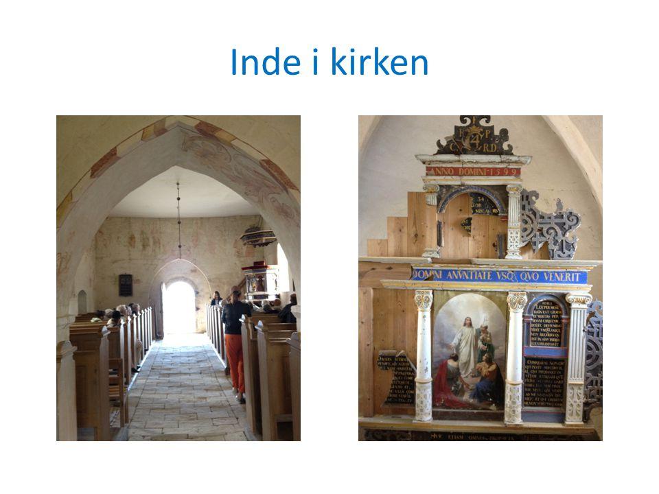Inde i kirken