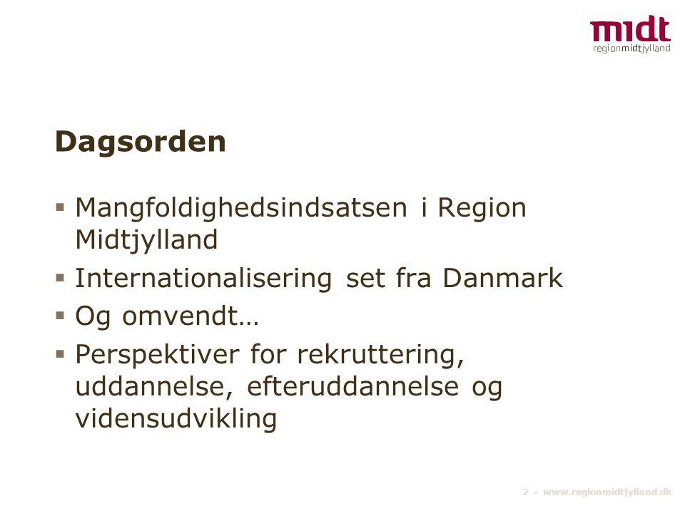 2 ▪ www.regionmidtjylland.dk Dagsorden  Mangfoldighedsindsatsen i Region Midtjylland  Internationalisering set fra Danmark  Og omvendt…  Perspektiver for rekruttering, uddannelse, efteruddannelse og vidensudvikling