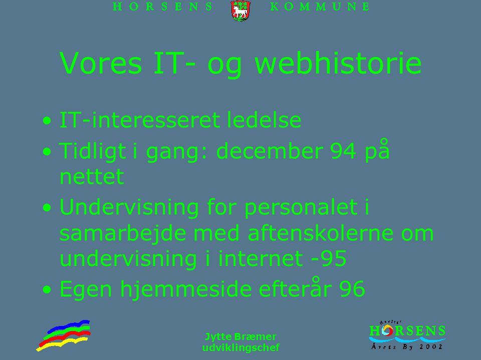 Jytte Bræmer udviklingschef Vores IT- og webhistorie IT-interesseret ledelse Tidligt i gang: december 94 på nettet Undervisning for personalet i samarbejde med aftenskolerne om undervisning i internet -95 Egen hjemmeside efterår 96