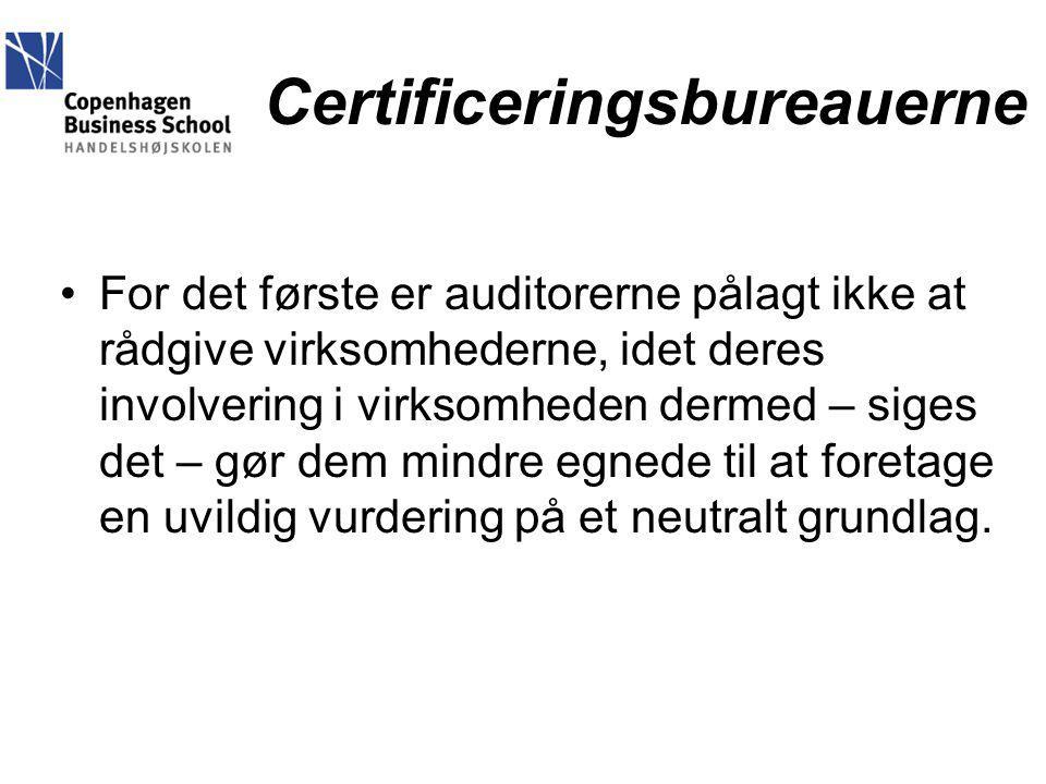 Certificeringsbureauerne For det første er auditorerne pålagt ikke at rådgive virksomhederne, idet deres involvering i virksomheden dermed – siges det – gør dem mindre egnede til at foretage en uvildig vurdering på et neutralt grundlag.