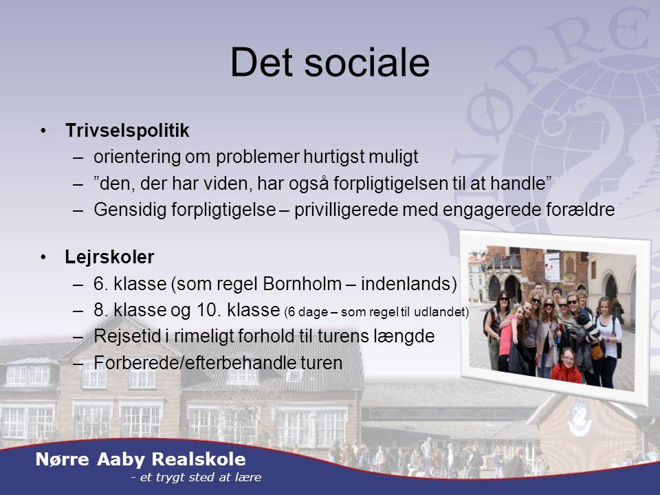 Nørre Aaby Realskole - et trygt sted at lære Det sociale Trivselspolitik –orientering om problemer hurtigst muligt – den, der har viden, har også forpligtigelsen til at handle –Gensidig forpligtigelse – privilligerede med engagerede forældre Lejrskoler –6.