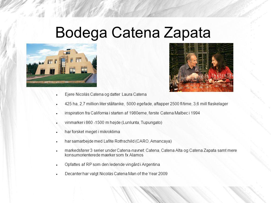 Bodega Catena Zapata Ejere Nicolás Catena og datter Laura Catena 425 ha, 2,7 million liter ståltanke, 5000 egefade, aftapper 2500 fl/time, 3,6 mill flaskelager inspiration fra California i starten af 1980erne, første Catena Malbec i 1994 vinmarker i 860 -1500 m højde (Lunlunta, Tupungato) har forsket meget i mikroklima har samarbejde med Lafite Rothschild (CARO, Amancaya) markedsfører 3 serier under Catena-navnet: Catena, Catena Alta og Catena Zapata samt mere konsumorienterede mærker som fx Alamos Opfattes af RP som den ledende vingård i Argentina Decanter har valgt Nicolás Catena Man of the Year 2009
