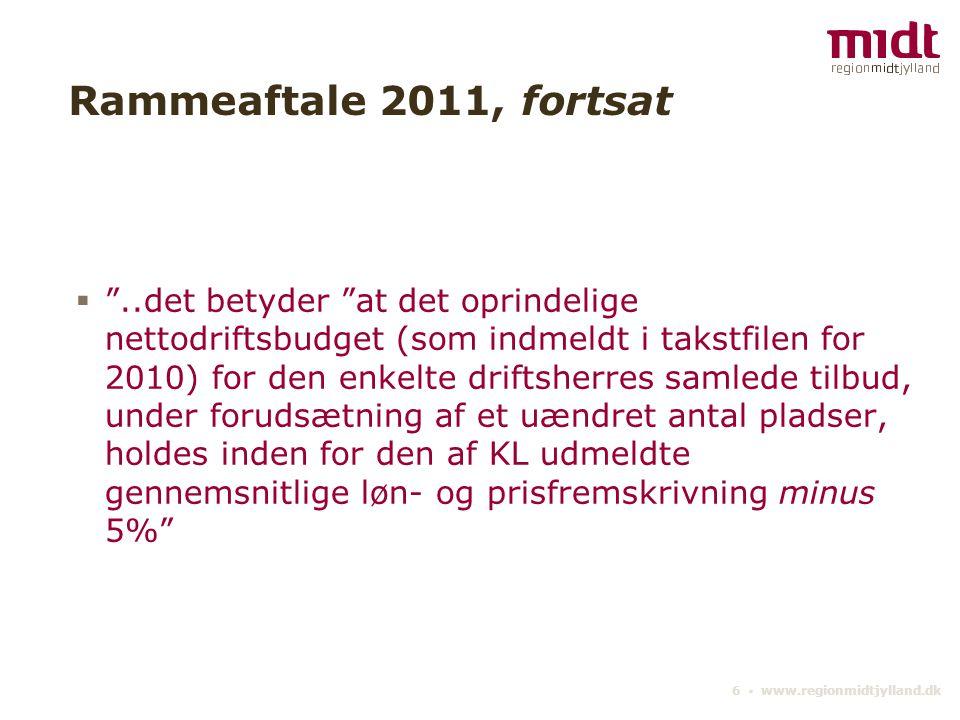 6 ▪ www.regionmidtjylland.dk Rammeaftale 2011, fortsat  ..det betyder at det oprindelige nettodriftsbudget (som indmeldt i takstfilen for 2010) for den enkelte driftsherres samlede tilbud, under forudsætning af et uændret antal pladser, holdes inden for den af KL udmeldte gennemsnitlige løn- og prisfremskrivning minus 5%
