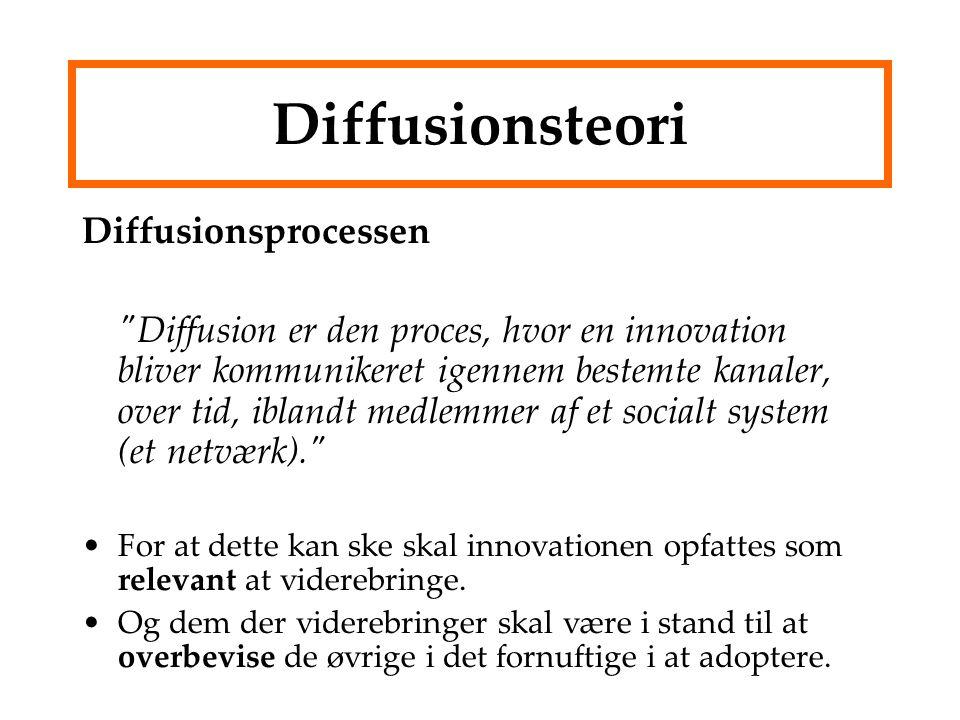 Diffusionsteori Diffusionsprocessen Diffusion er den proces, hvor en innovation bliver kommunikeret igennem bestemte kanaler, over tid, iblandt medlemmer af et socialt system (et netværk). For at dette kan ske skal innovationen opfattes som relevant at viderebringe.