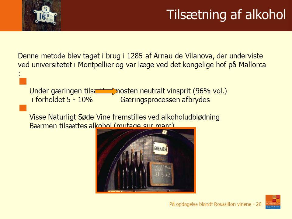 """Denne metode blev taget i brug i 1285 af Arnau de Vilanova, der underviste ved universitetet i Montpellier og var læge ved det kongelige hof på Mallorca : Under gæringen tilsættes mosten neutralt vinsprit (96% vol.) i forholdet 5 - 10% Gæringsprocessen afbrydes Visse Naturligt Søde Vine fremstilles ved alkoholudblødning Bærmen tilsættes alkohol (mutage sur marc) """"Mutage Tilsætning af alkohol På opdagelse blandt Roussillon vinene - 20"""
