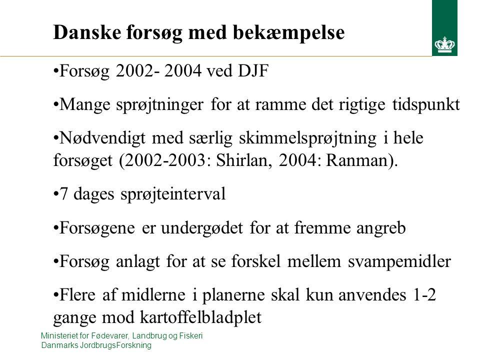 Ministeriet for Fødevarer, Landbrug og Fiskeri Danmarks JordbrugsForskning Danske forsøg med bekæmpelse Forsøg 2002- 2004 ved DJF Mange sprøjtninger for at ramme det rigtige tidspunkt Nødvendigt med særlig skimmelsprøjtning i hele forsøget (2002-2003: Shirlan, 2004: Ranman).