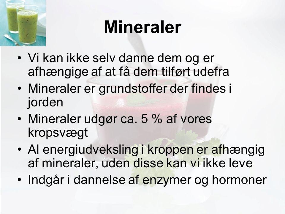 Møde med Pia Mineraler Vi kan ikke selv danne dem og er afhængige af at få dem tilført udefra Mineraler er grundstoffer der findes i jorden Mineraler udgør ca.
