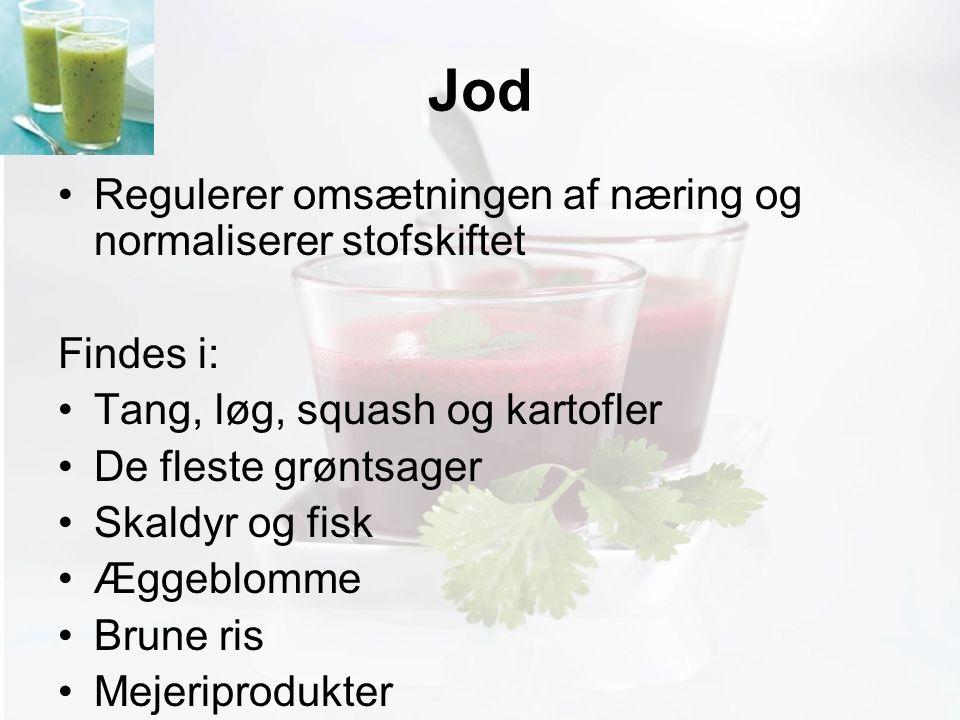 Møde med Pia Jod Regulerer omsætningen af næring og normaliserer stofskiftet Findes i: Tang, løg, squash og kartofler De fleste grøntsager Skaldyr og fisk Æggeblomme Brune ris Mejeriprodukter