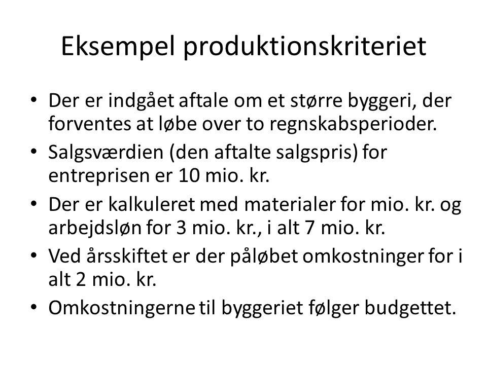 Eksempel produktionskriteriet Der er indgået aftale om et større byggeri, der forventes at løbe over to regnskabsperioder.