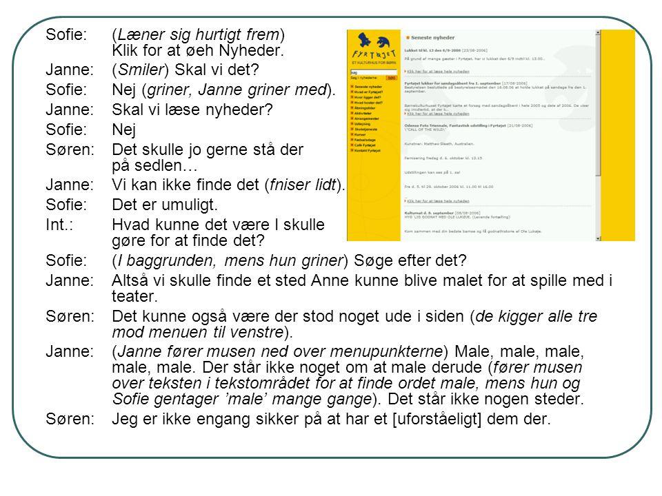 Sofie:(Læner sig hurtigt frem) Klik for at øeh Nyheder. Janne:(Smiler) Skal vi det? Sofie:Nej (griner, Janne griner med). Janne:Skal vi læse nyheder?