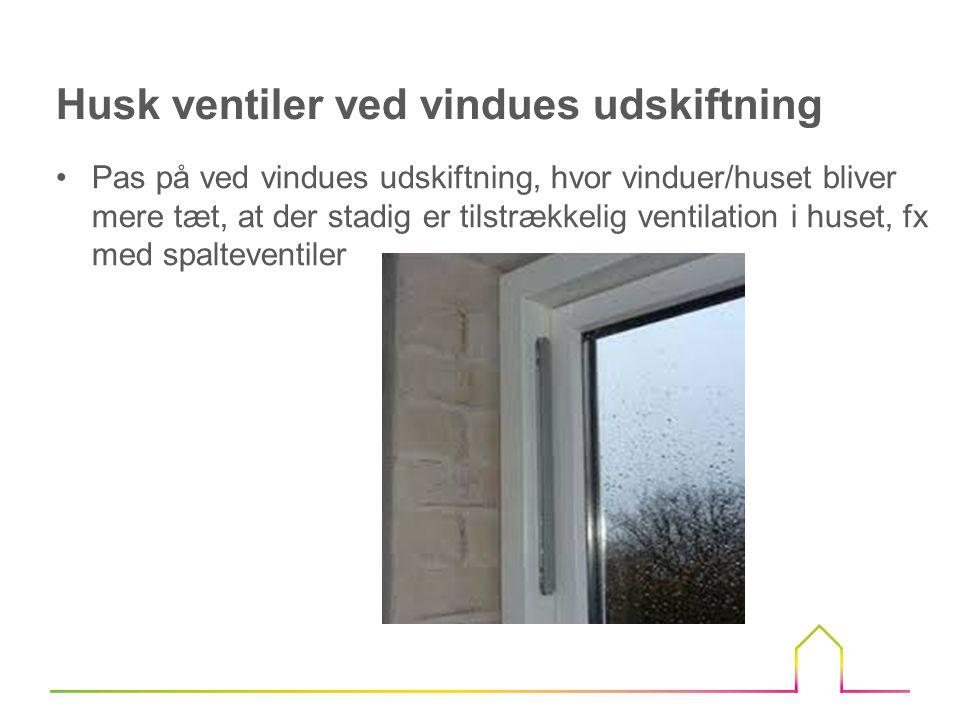 •Boligen er blevet mere tæt og ejerne var ikke så gode til at lufte ud i forvejen •Der er ikke ventiler i de nye vinduer •Der holdes en lav temperatur i boligen •Der er mange blomster og planter i boligen •Hvor bliver vasketøjet tørret.