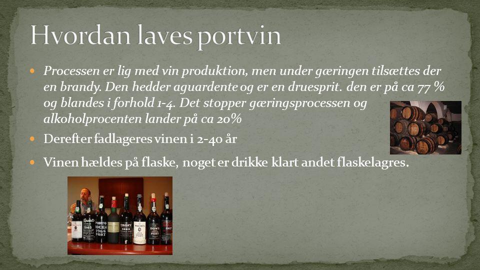  Processen er lig med vin produktion, men under gæringen tilsættes der en brandy.