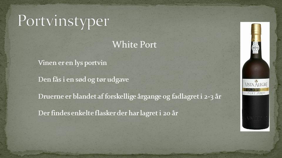White Port Vinen er en lys portvin Den fås i en sød og tør udgave Druerne er blandet af forskellige årgange og fadlagret i 2-3 år Der findes enkelte flasker der har lagret i 20 år