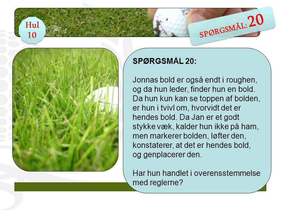 SPØRGSMÅL 20: Jonnas bold er også endt i roughen, og da hun leder, finder hun en bold.