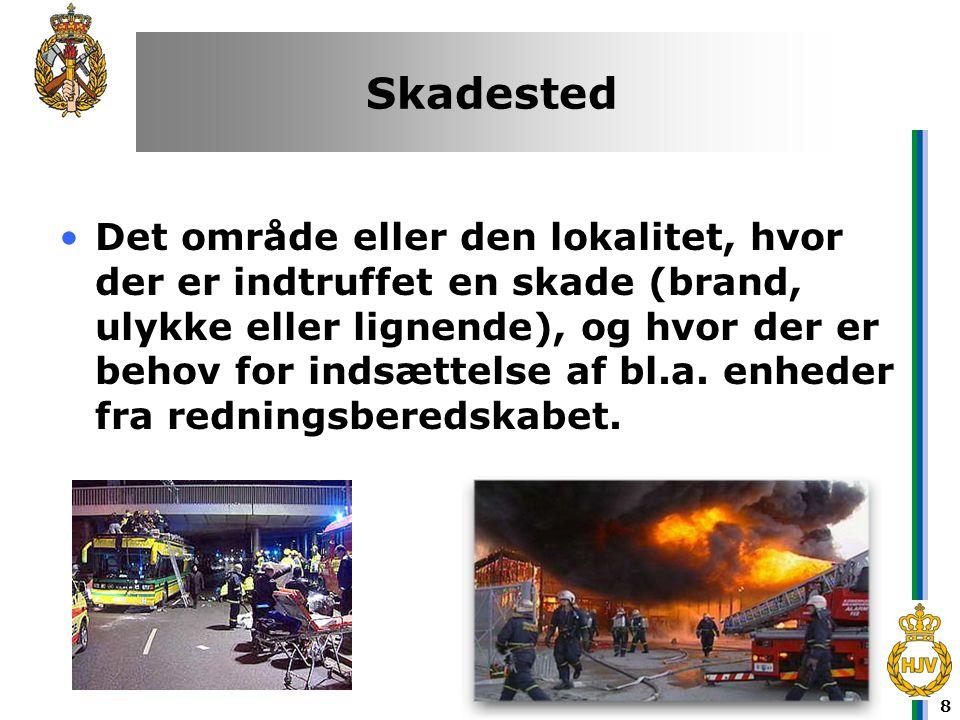 8 Skadested •Det område eller den lokalitet, hvor der er indtruffet en skade (brand, ulykke eller lignende), og hvor der er behov for indsættelse af b