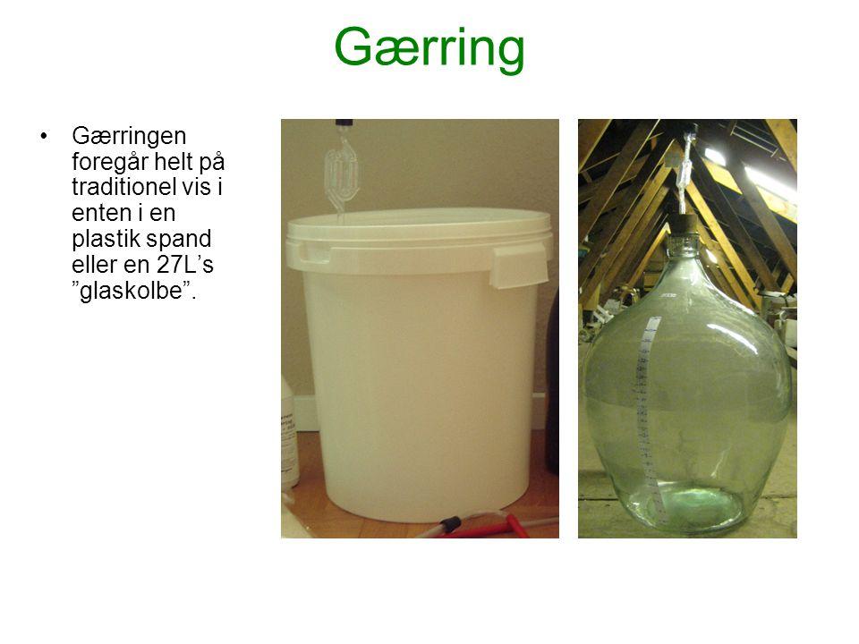 """Gærring •Gærringen foregår helt på traditionel vis i enten i en plastik spand eller en 27L's """"glaskolbe""""."""