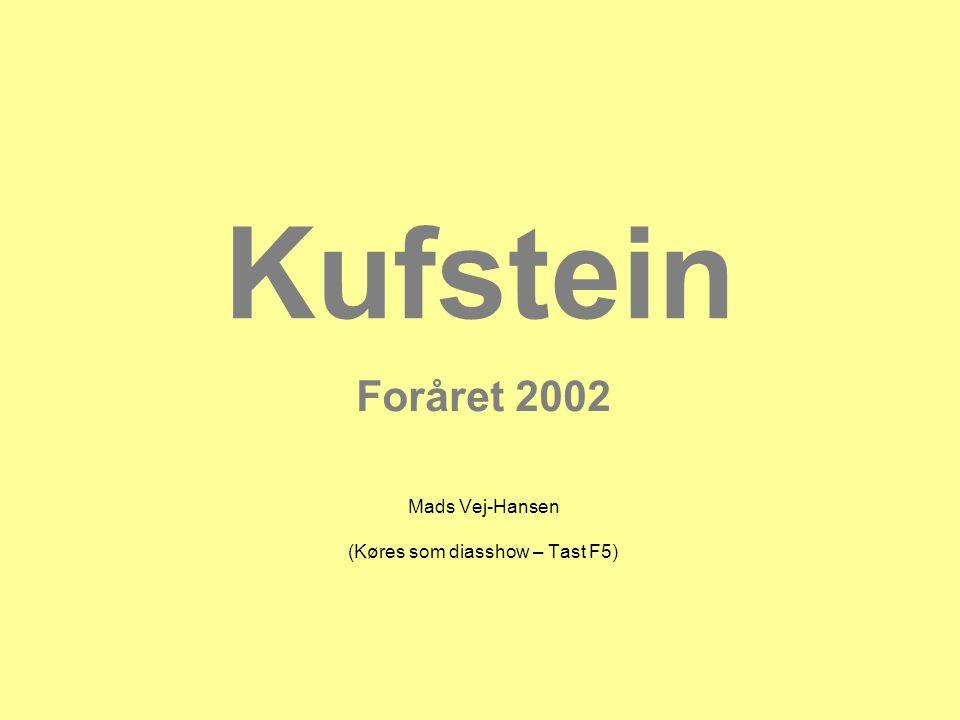 Kufstein 2002 Vi kunne se festpladsen fra bjergene og høre den lystige tyrolermusik.