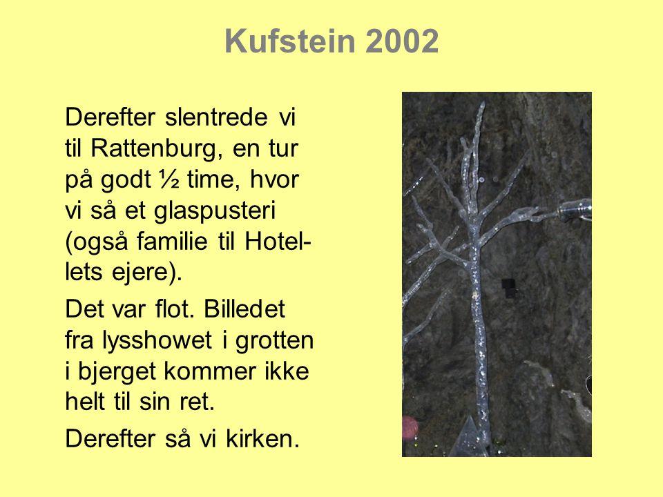 Kufstein 2002 Derefter slentrede vi til Rattenburg, en tur på godt ½ time, hvor vi så et glaspusteri (også familie til Hotel- lets ejere).