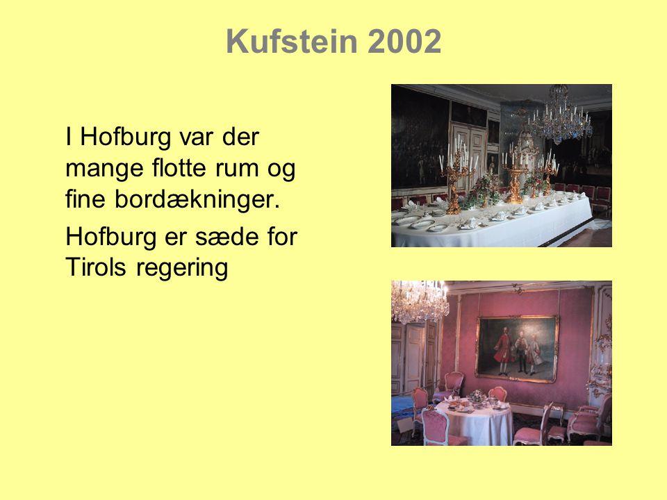 Kufstein 2002 I Hofburg var der mange flotte rum og fine bordækninger.