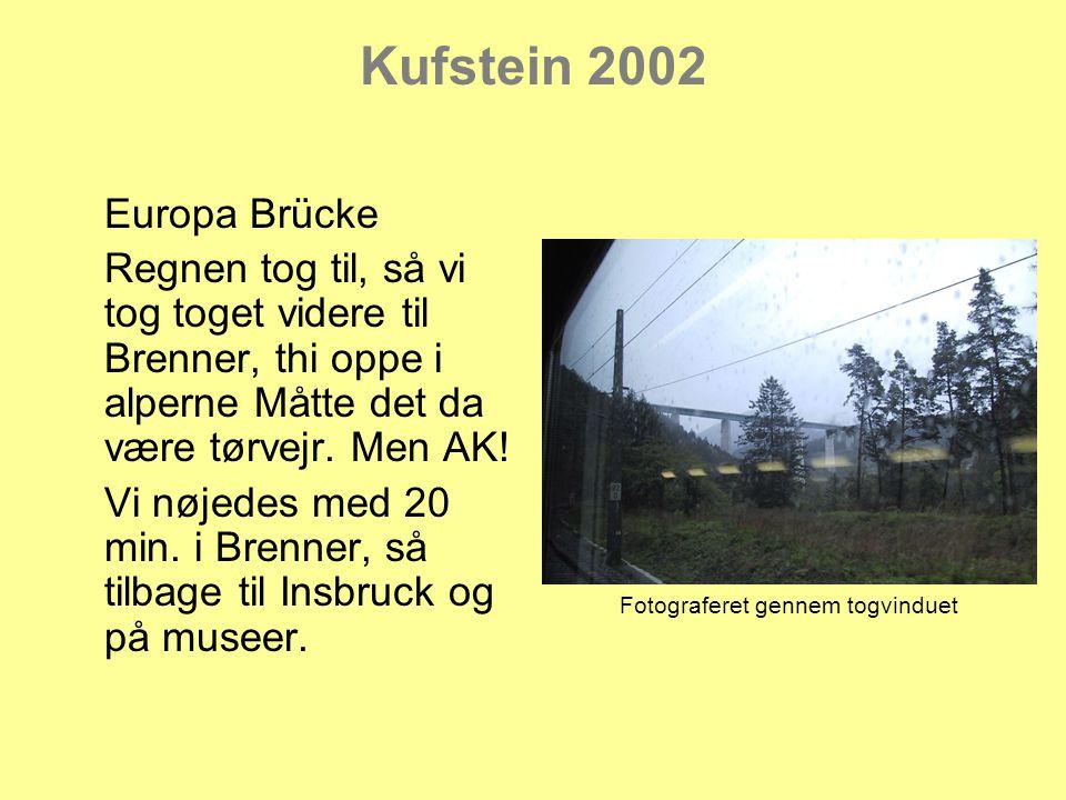 Kufstein 2002 Europa Brücke Regnen tog til, så vi tog toget videre til Brenner, thi oppe i alperne Måtte det da være tørvejr.