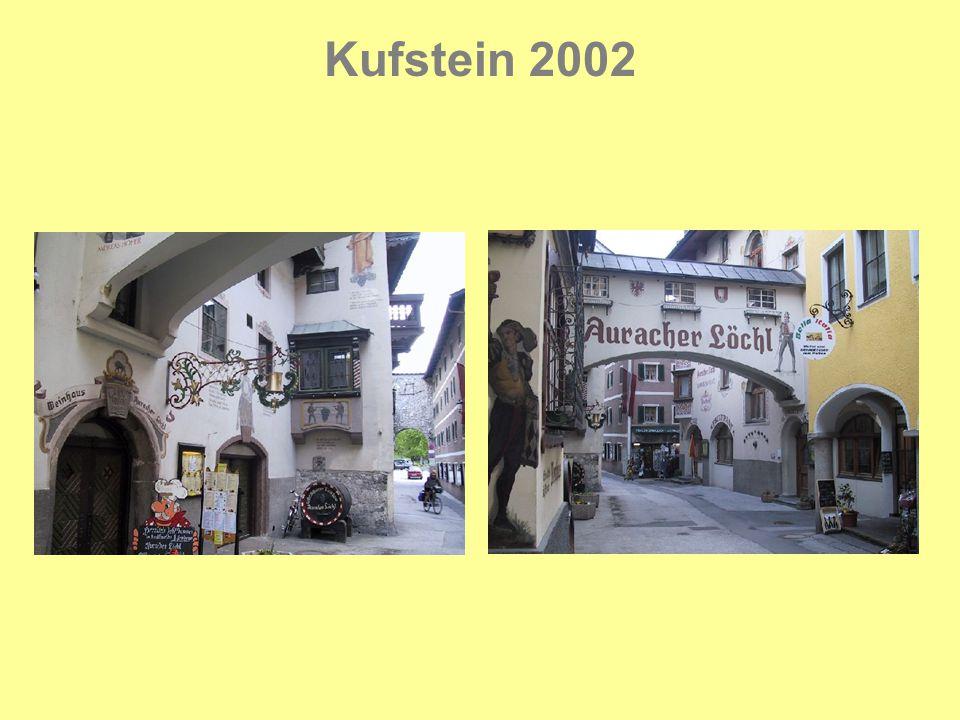 Kufstein 2002 Det gyldne tag er et halvtag med et stort antal forgyldte skiferplader.