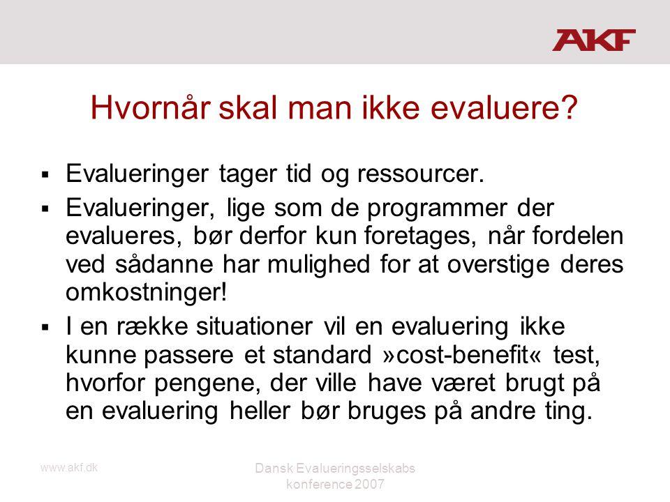 www.akf.dk Dansk Evalueringsselskabs konference 2007 Hvornår skal man ikke evaluere?  Evalueringer tager tid og ressourcer.  Evalueringer, lige som