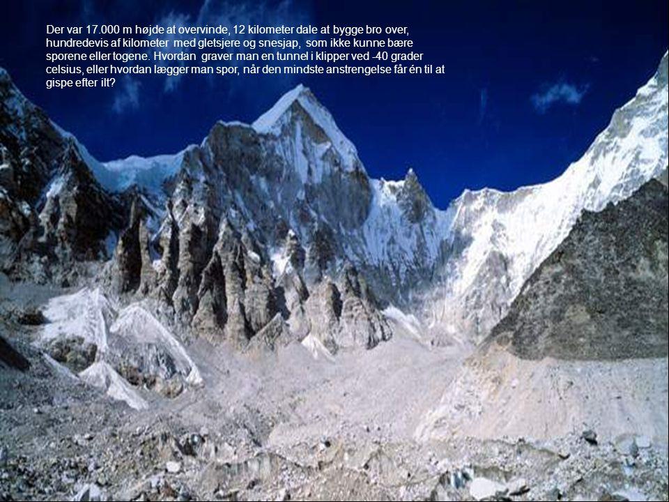 Der var 17.000 m højde at overvinde, 12 kilometer dale at bygge bro over, hundredevis af kilometer med gletsjere og snesjap, som ikke kunne bære spore