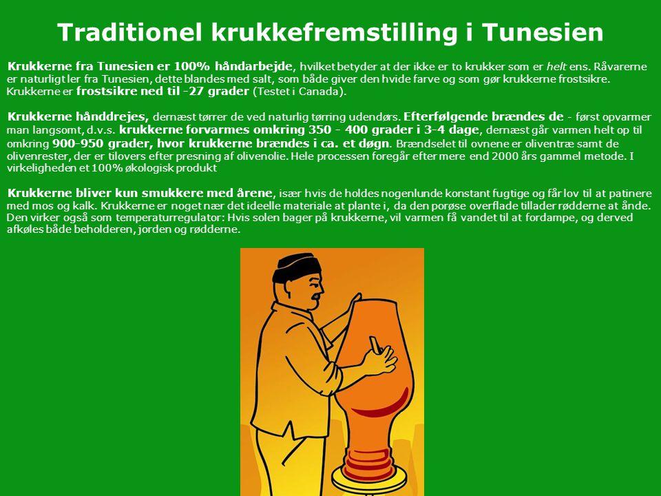 Traditionel krukkefremstilling i Tunesien Krukkerne fra Tunesien er 100% håndarbejde, hvilket betyder at der ikke er to krukker som er helt ens. Råvar