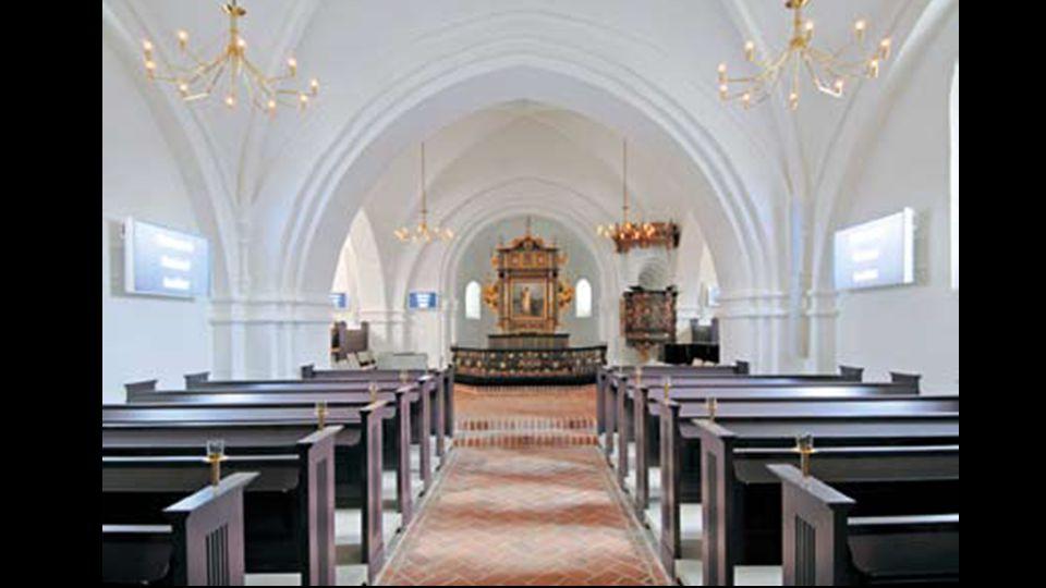 1.salme (1) Vi kommer til din kirke, Gud, og finder døren åben.