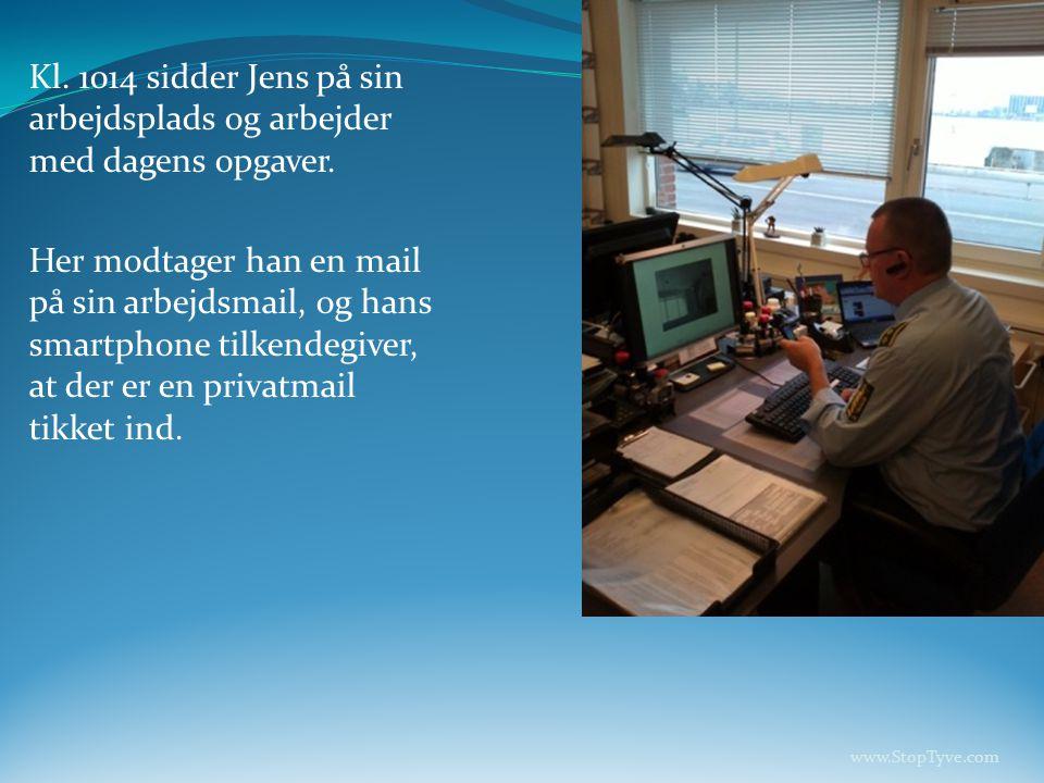 Kl.1014 sidder Jens på sin arbejdsplads og arbejder med dagens opgaver.