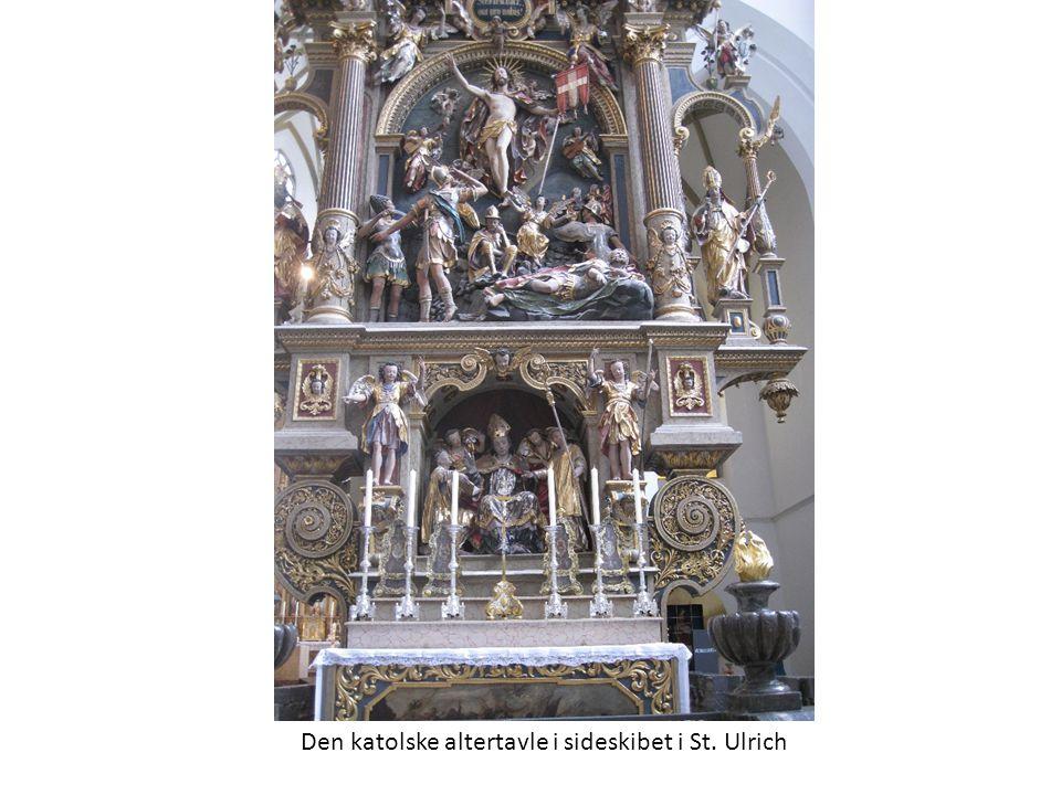 Den katolske altertavle i sideskibet i St. Ulrich