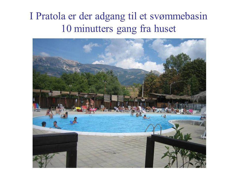 I Pratola er der adgang til et svømmebasin 10 minutters gang fra huset