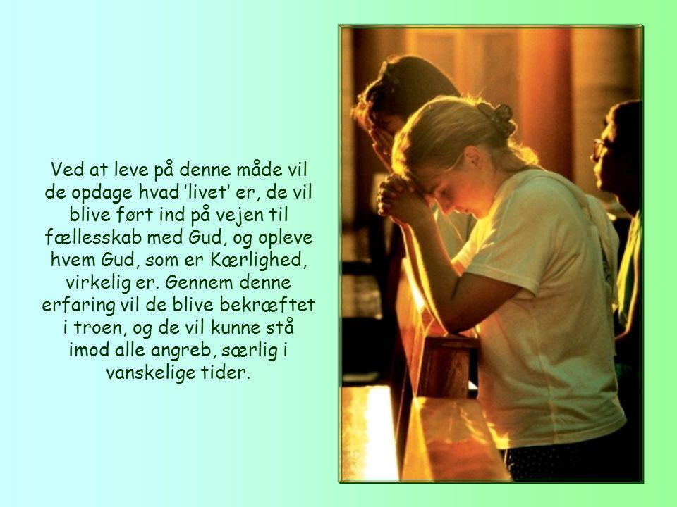 I ønsket om at hjælpe sine trosfæller, peger apostlen på det radikale middel: at elske brødrene, at leve efter det kærlighedsbud de har taget imod fra begyndelsen, og som han ser som en sammenfatning af alle budene.