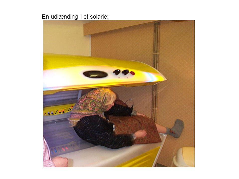 En udlænding i et solarie: