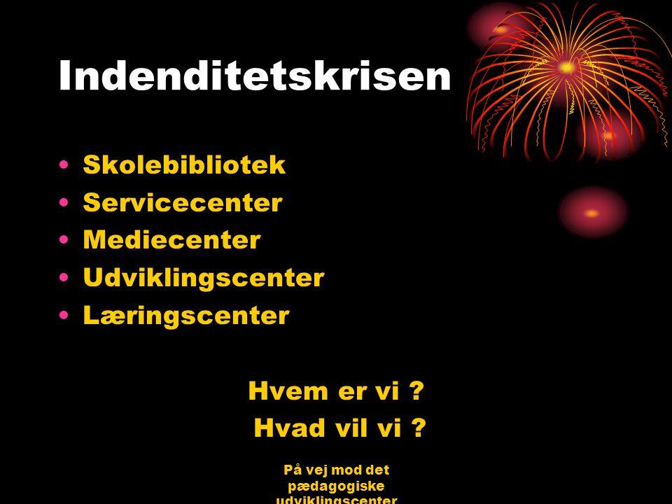 På vej mod det pædagogiske udviklingscenter Bjerringbro 31.08.06 Jørgen Schirmer Nielsen Indenditetskrisen •Skolebibliotek •Servicecenter •Mediecenter •Udviklingscenter •Læringscenter Hvem er vi .