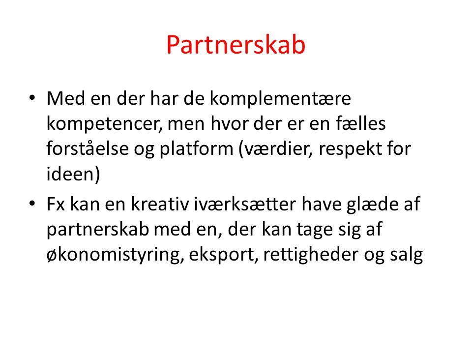 Partnerskab • Med en der har de komplementære kompetencer, men hvor der er en fælles forståelse og platform (værdier, respekt for ideen) • Fx kan en kreativ iværksætter have glæde af partnerskab med en, der kan tage sig af økonomistyring, eksport, rettigheder og salg