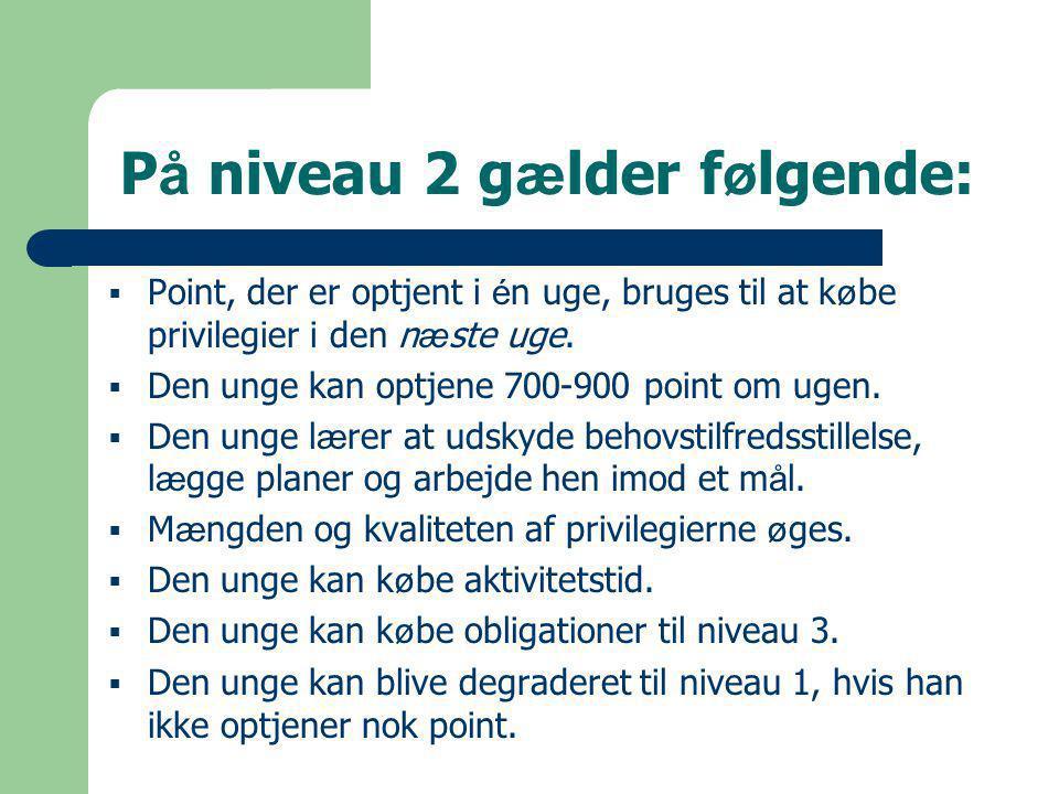 P å niveau 2 g æ lder f ø lgende:  Point, der er optjent i é n uge, bruges til at k ø be privilegier i den n æ ste uge.