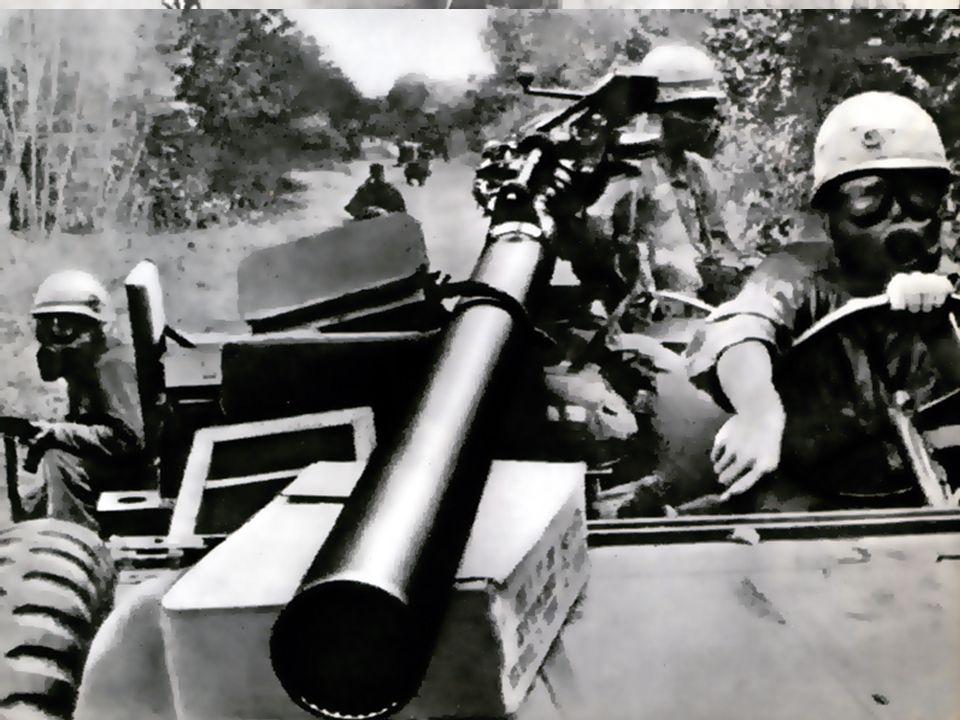 Amerikanske soldater med gasmasker i Vietnam