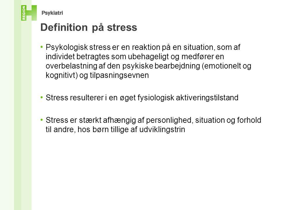 Definition på stress • Psykologisk stress er en reaktion på en situation, som af individet betragtes som ubehageligt og medfører en overbelastning af den psykiske bearbejdning (emotionelt og kognitivt) og tilpasningsevnen • Stress resulterer i en øget fysiologisk aktiveringstilstand • Stress er stærkt afhængig af personlighed, situation og forhold til andre, hos børn tillige af udviklingstrin