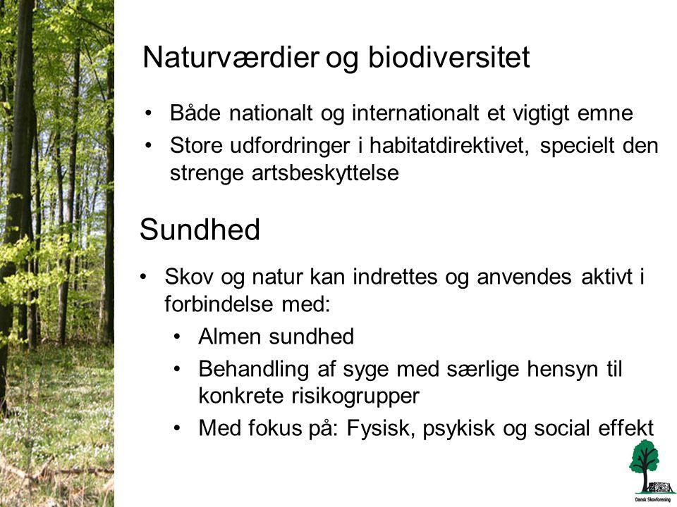Naturværdier og biodiversitet •Både nationalt og internationalt et vigtigt emne •Store udfordringer i habitatdirektivet, specielt den strenge artsbeskyttelse Sundhed •Skov og natur kan indrettes og anvendes aktivt i forbindelse med: •Almen sundhed •Behandling af syge med særlige hensyn til konkrete risikogrupper •Med fokus på: Fysisk, psykisk og social effekt