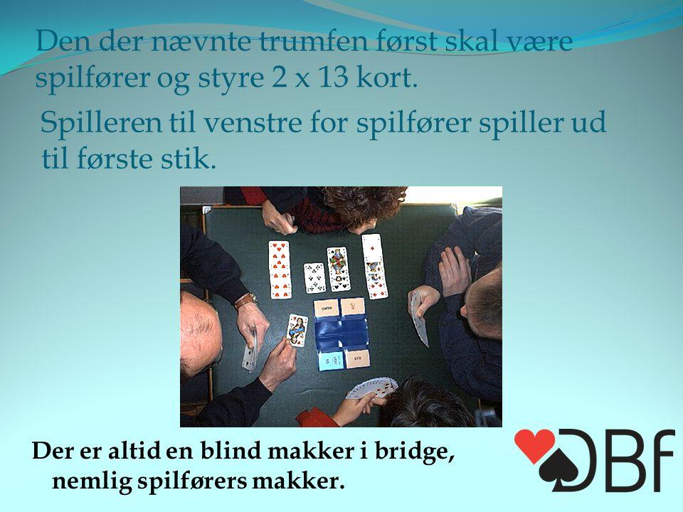 Den der nævnte trumfen først skal være spilfører og styre 2 x 13 kort.