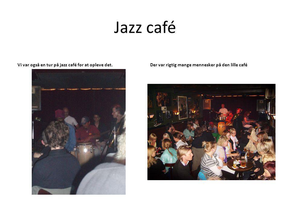 Jazz café Vi var også en tur på jazz café for at opleve det.Der var rigtig mange mennesker på den lille café