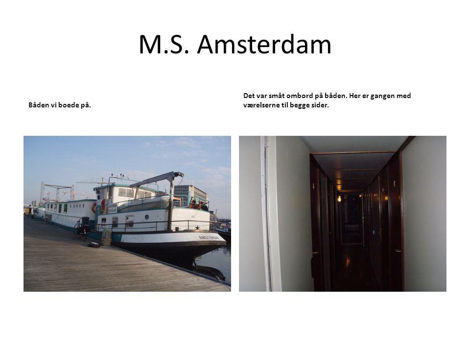 M.S. Amsterdam Båden vi boede på. Det var småt ombord på båden.