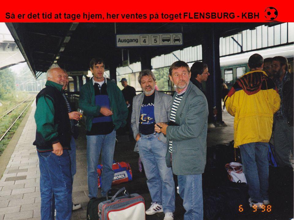 Så er det tid at tage hjem, her ventes på toget FLENSBURG - KBH