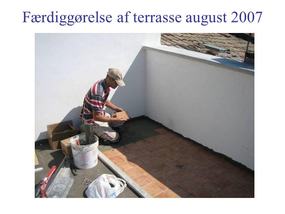 Færdiggørelse af terrasse august 2007